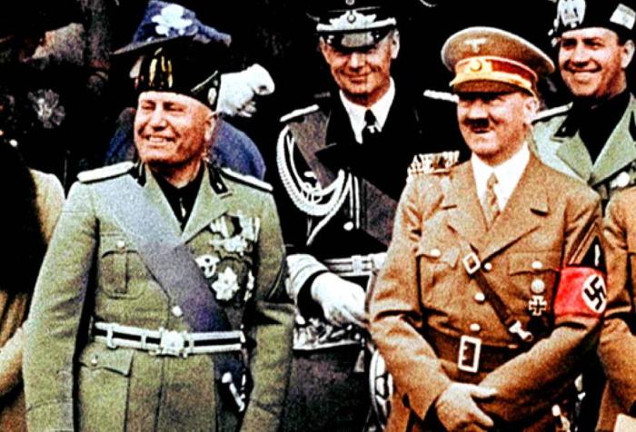 Mussolini e Hitler durante la visita di quest'ultimo a Roma nel 1938