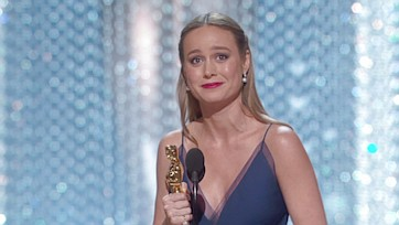 Brie Larson, commossa, stringe la statuetta più importante