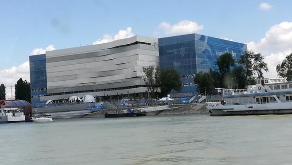 Arrivo in battello alla Duna Arena