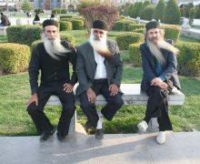 Gente di Persia, dervisci nella piazza Naqsh-e-Jahan ad Isfahan, Iran, foto di Rodolfo Amato.