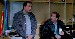 Film assurdo, che gioca con il precedente successo di essere John Malkovich (capolavoro assoluto) e la tira in lungo senza un'idea per quasi due ore. Intendiamoci, Charlie Kaufmann e Spike Jonze restano due geni, ma anche i geni svaccano, quando inducono all'onanismo
