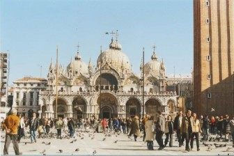 piazza san marco a Venezia con la Basilica dedicata all'Evangelista