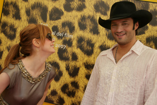 Rose Mc Gowan e Robert Rodriguez. Il vestito di Rose parla chiaro: a Locarno fa fresco