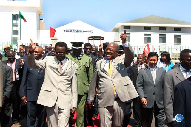 President Rupiah Banda with Vice President George Kunda and Chinese Ambassador to Zambia Zhou Wusiao at the opening ceremony of Lusaka Hospital