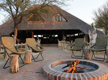 De Graaff Grassland Bushman Lodge - Lavish Retreat in Central Kalahari