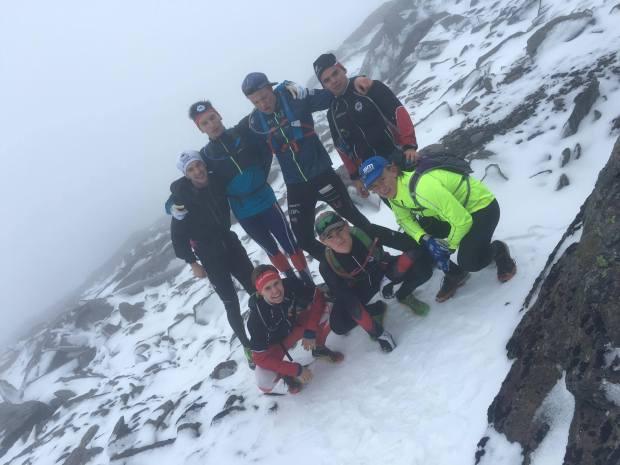 Grabbarna tog en tur som blev lite längre än planerad, här på ett snöigt och dimmigt fjäll
