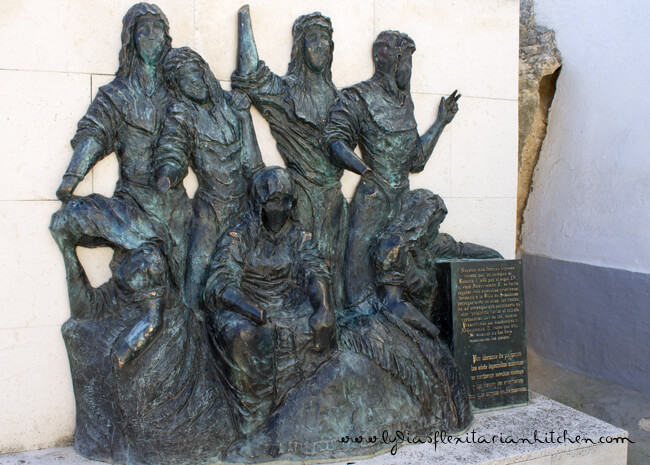 Bronze statue commemorating the Seven Maidens of Simancas
