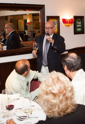 Master sommelier Michael Jordan introduces himself and the first wine of the evening, a Sauvignon Blanc.