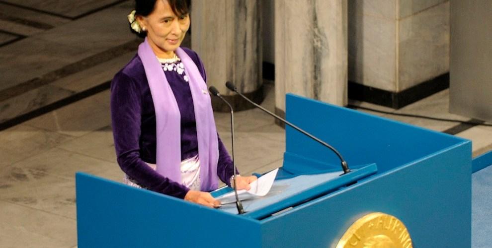 ! NOBEL PEACE PRIZE Aung San Suu Kyi Resize