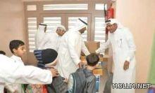 وكيل مدرسة يفاجئ طلابه بوجبة إفطار في يوم تقاعده