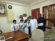 مدرسة الإمام البخاري تكرم ستة من طلابها لعنايتهم بنظافتها