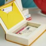 Une urne de mariage à base de livres