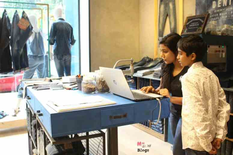 customisation-at-pepe-jeans-london-store