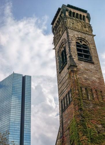 Fall Boston Hancock Tower et église