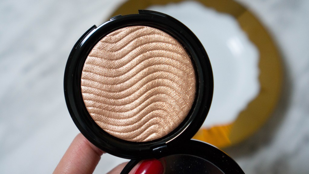 Make Up For Ever Pro Light Fusion Highlighter in Golden