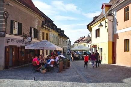 Sibiu: Straßencafes in der Altstadt laden zum Verweilen ein