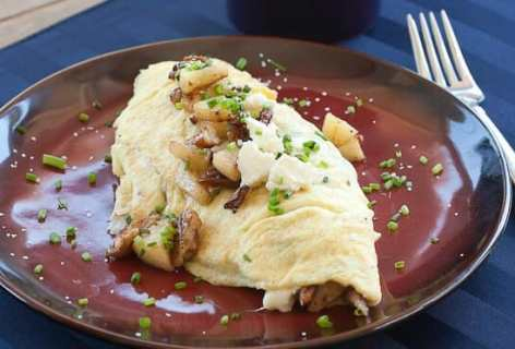 Apple Pecan Omelet