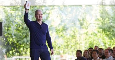 Apple sells a billion iPhones