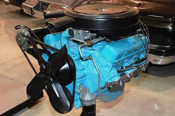 Pontiac 389 CID Tri-Power V8