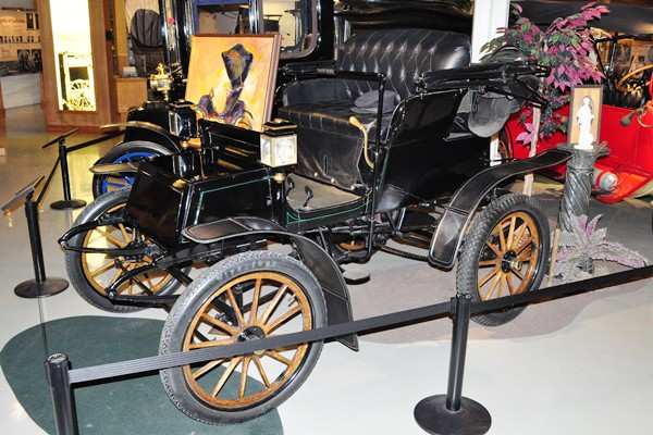 1907 Studebaker electric roadster