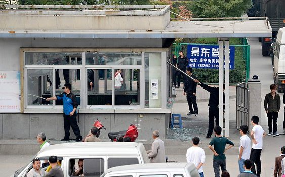 Pelea entre trabajadores obliga a cerrar la planta de Foxconn en Taiyuan – China