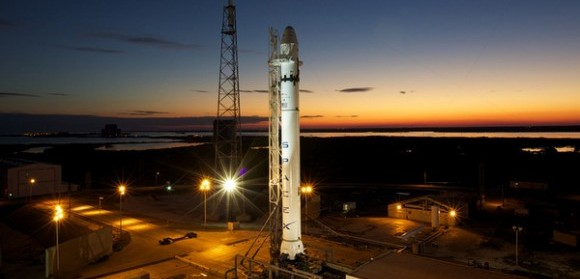 SpaceX Dragon Launches Dragon to Space Station [VIDEO]