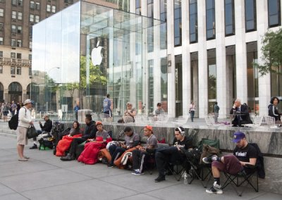 Apple iPhone 5 store line