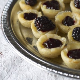 Brie and Blackberry Tarts, these are seriously the easiest appetizer ever! Only FOUR ingredients!