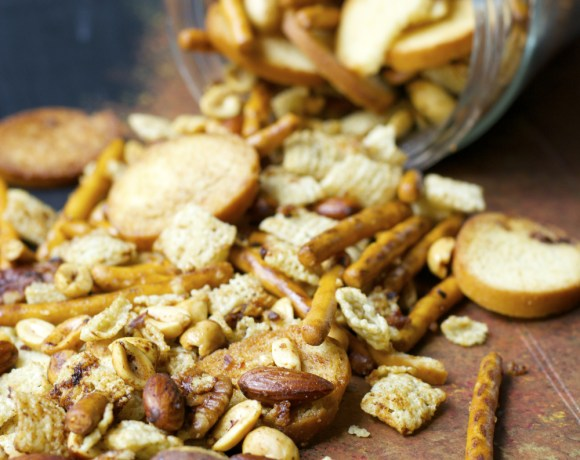 Sweet and Spicy Sesame Snack Mix