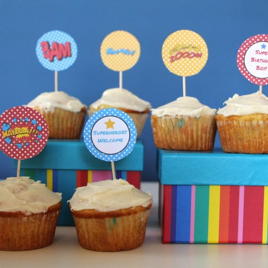 superhero_party_table_cupcakes