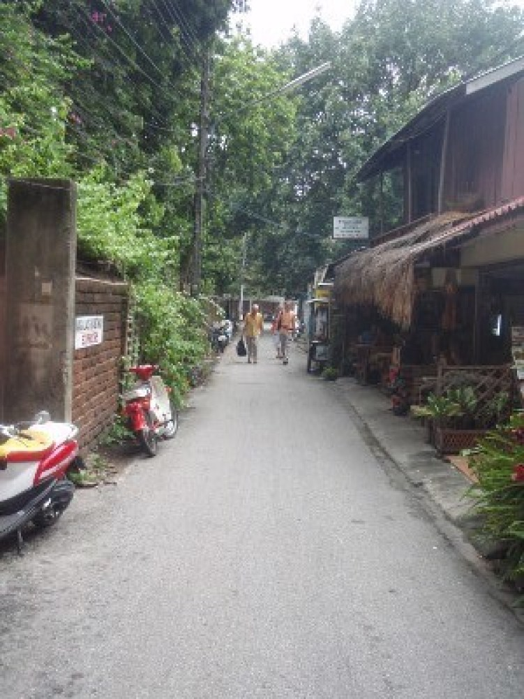 a typical Chiang Mai back lane