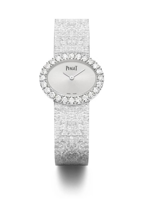 Montre traditionnelle ovale 27 x 22 mm, en or blanc 18k sertie de 24 diamants taille brillant
