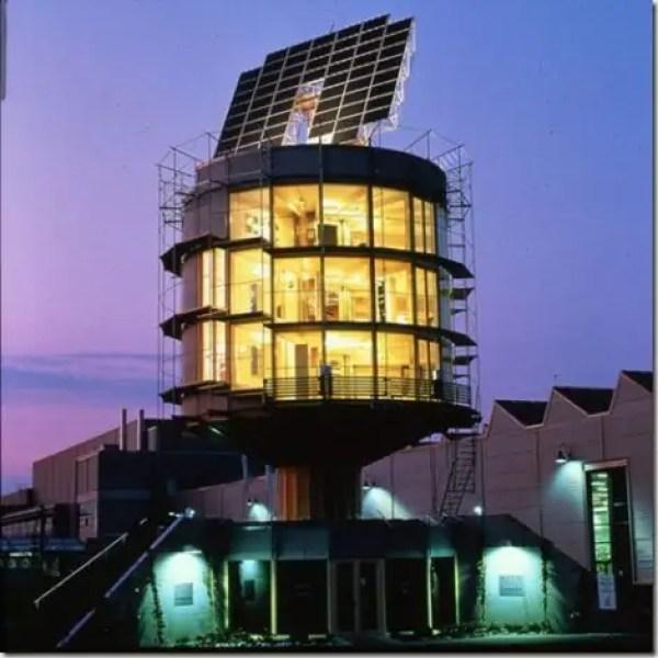 مبنى Heliotrop في الليل