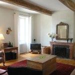 Zitkamer Maison Les Bardons met openhaard, sateliet TV en stereo