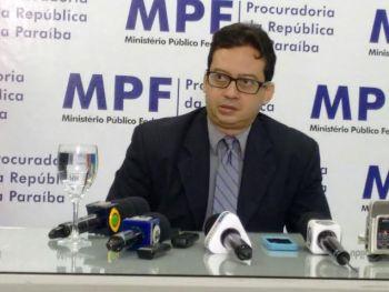 Procurador concedeu entrevista coletiva sobre investigações de denúncias (foto: Bruno Lira/MaisPB)