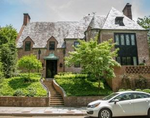 Aluguel da mansão mensal beira os US$ 22 mil (R$ 80 mil) (Foto: Andrew Harnik/AP)