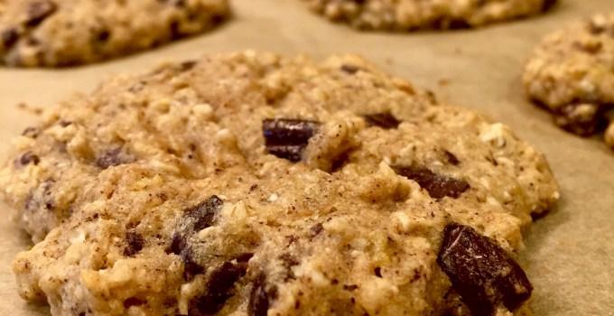 {Healthy} Banana Chocolate Chunk Cookies