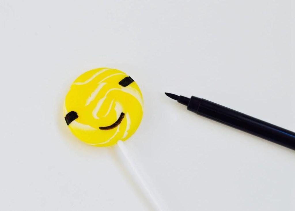 DIY minions suckers