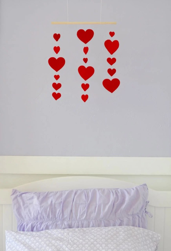 How to make a heart mobile for Valentine's Day. Such a cute way to decorate above a bed for your kids!