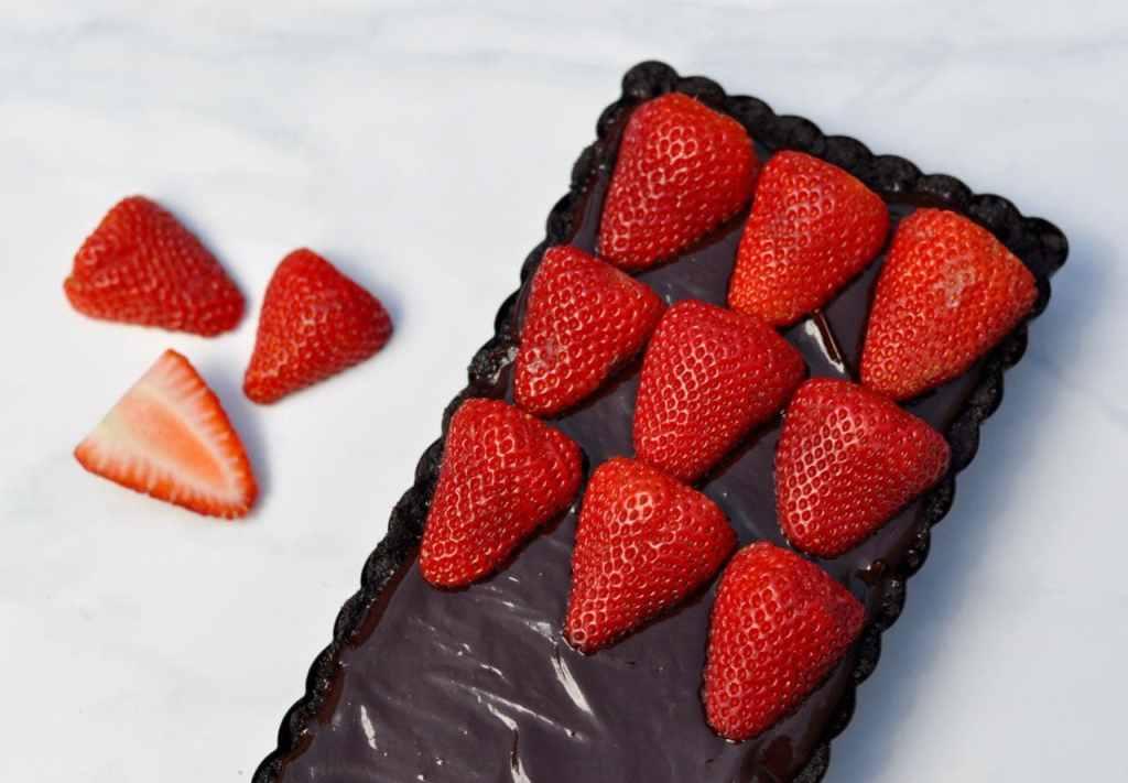 Chocolate tart recipe with strawberries