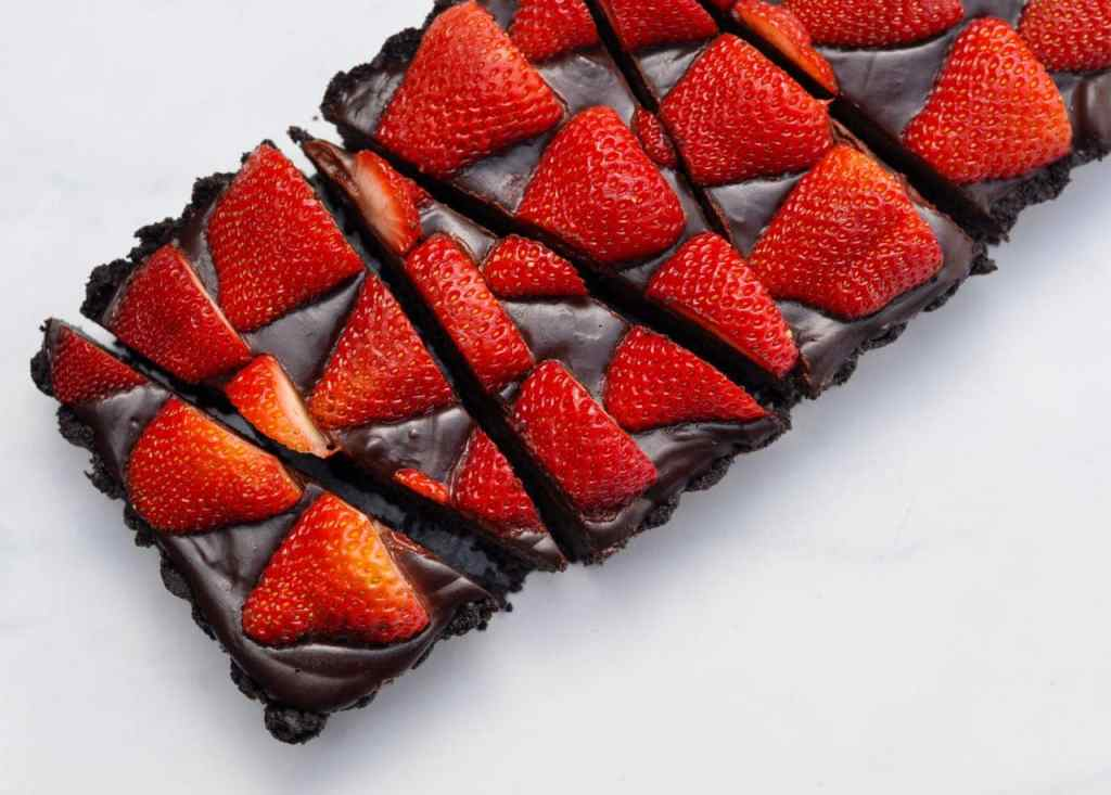Chocolate tart with strawberries recipe
