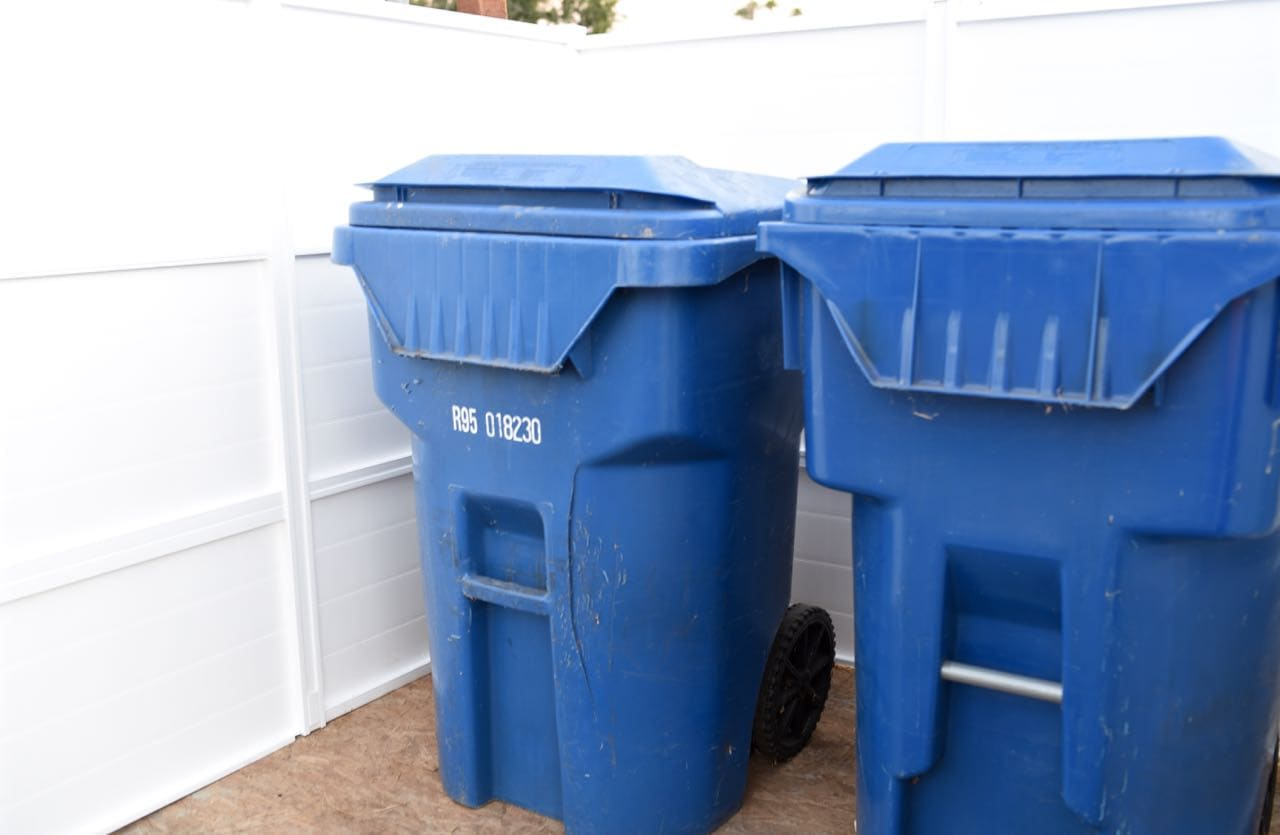 How to install a trash can fence