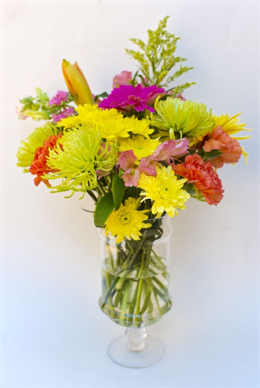How to make a flower arrangment from grocery store flowers