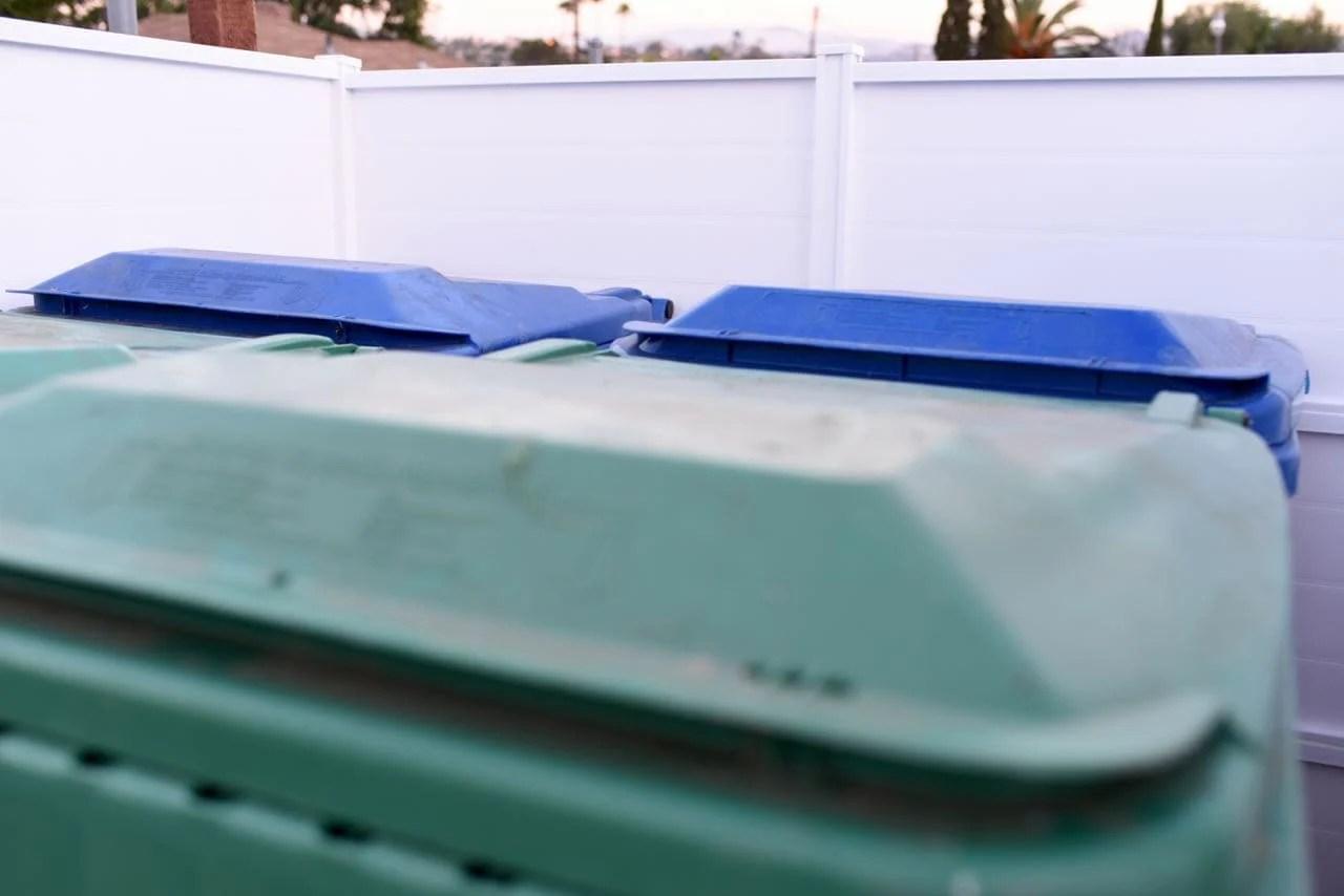 Trash can fence DIY