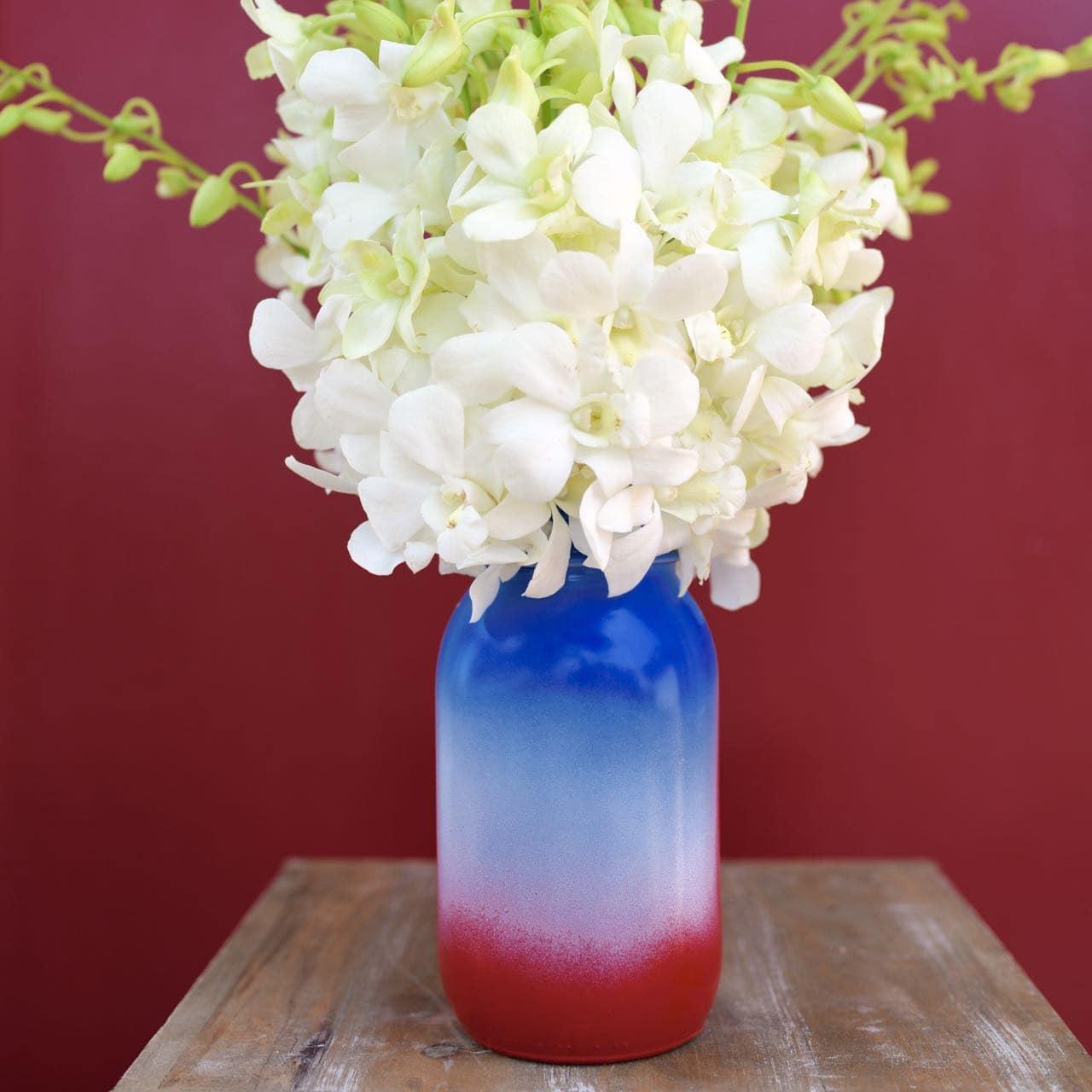 Patriotic mason jar vase DIY for the Fourth of July
