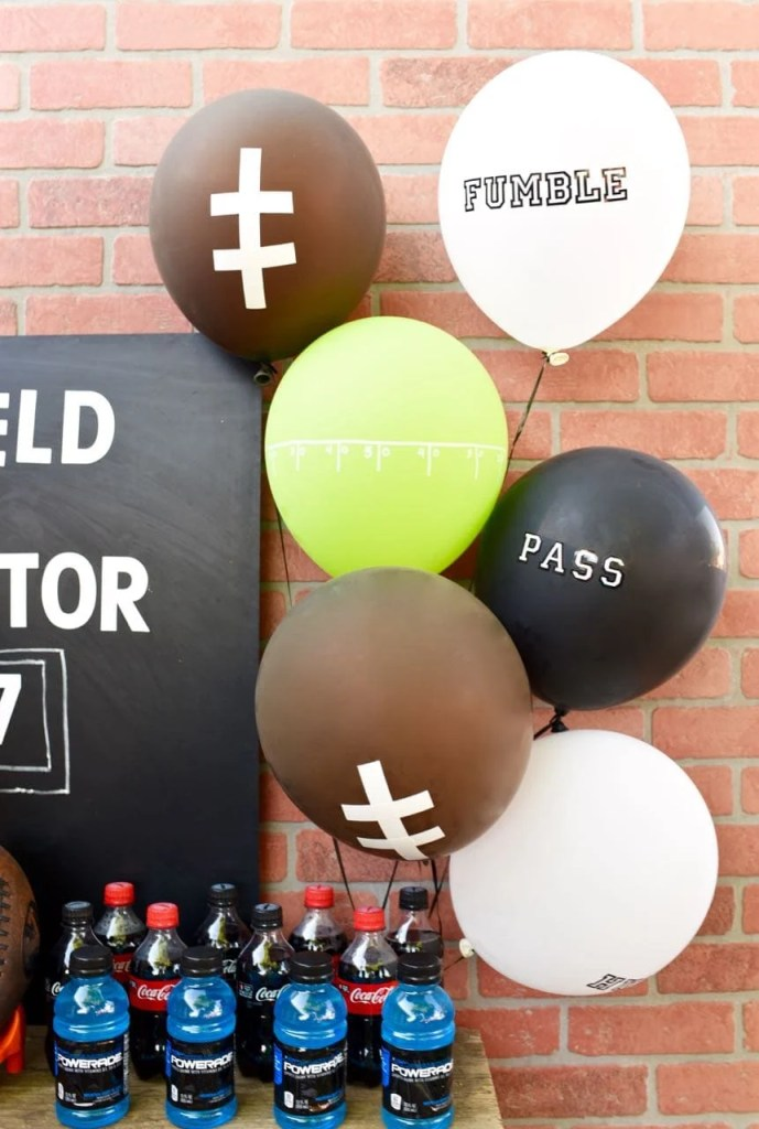 DIY Football Ballon Centerpieces