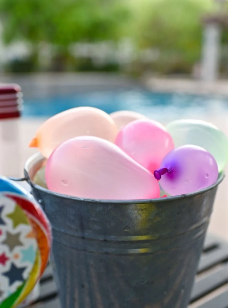 Summer party idea with waterballoons