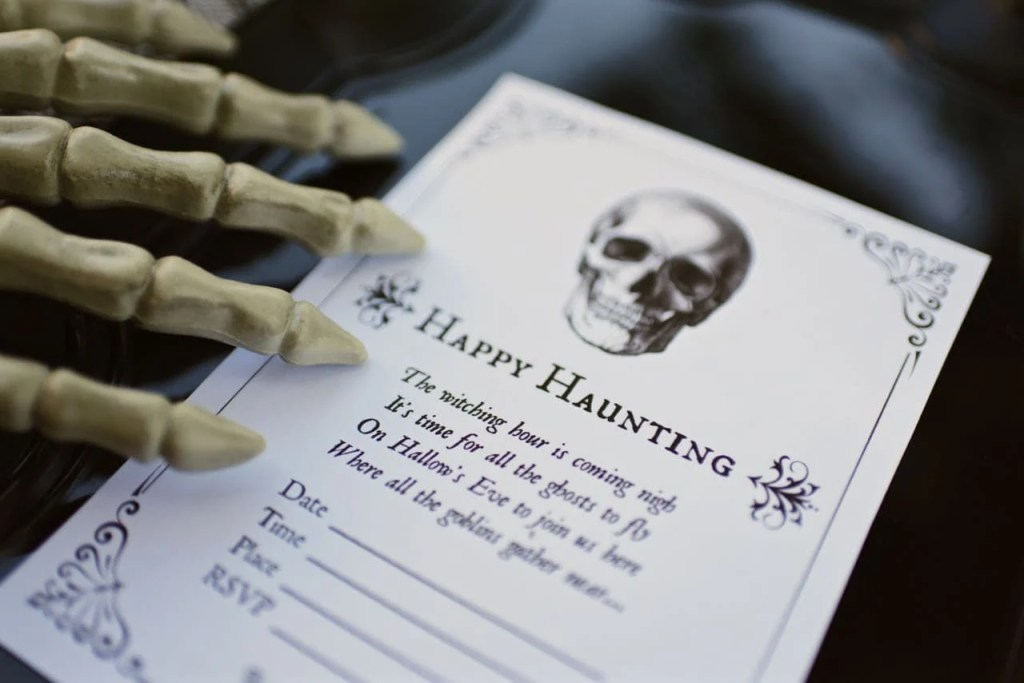 Free printable Halloween party invitations. Love these!
