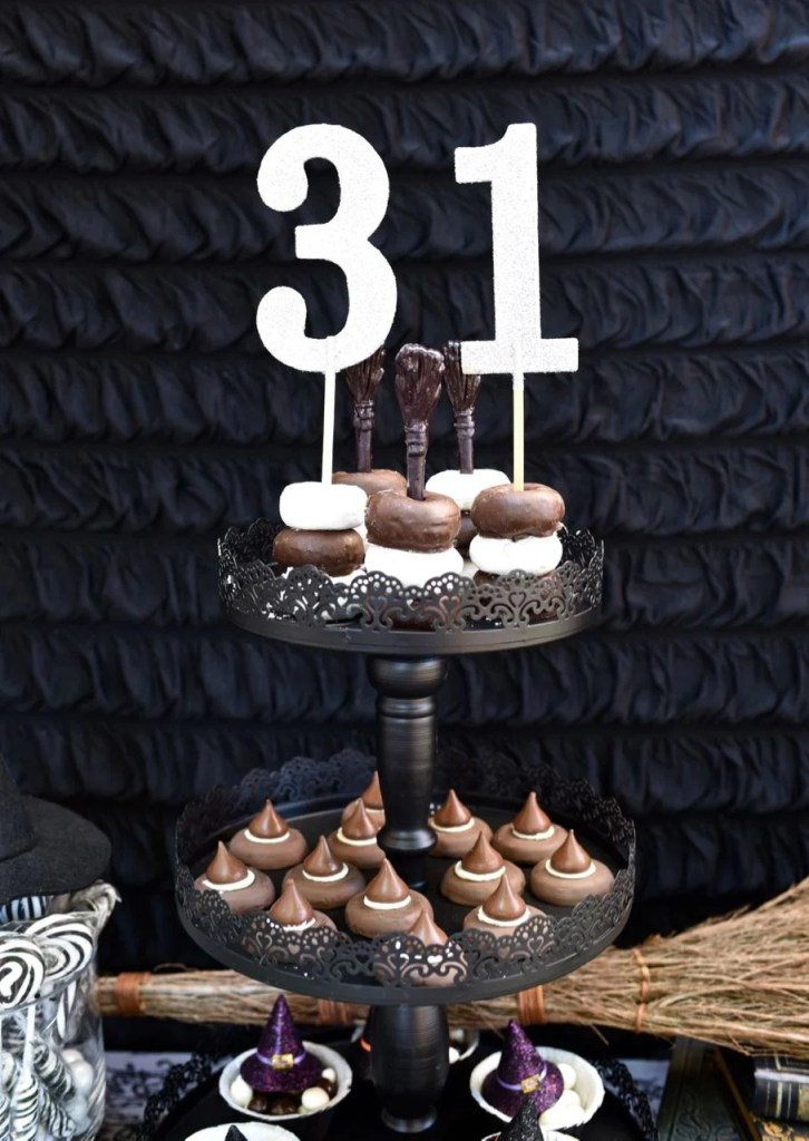 Witch Halloween Party treats. So many cute ideas!