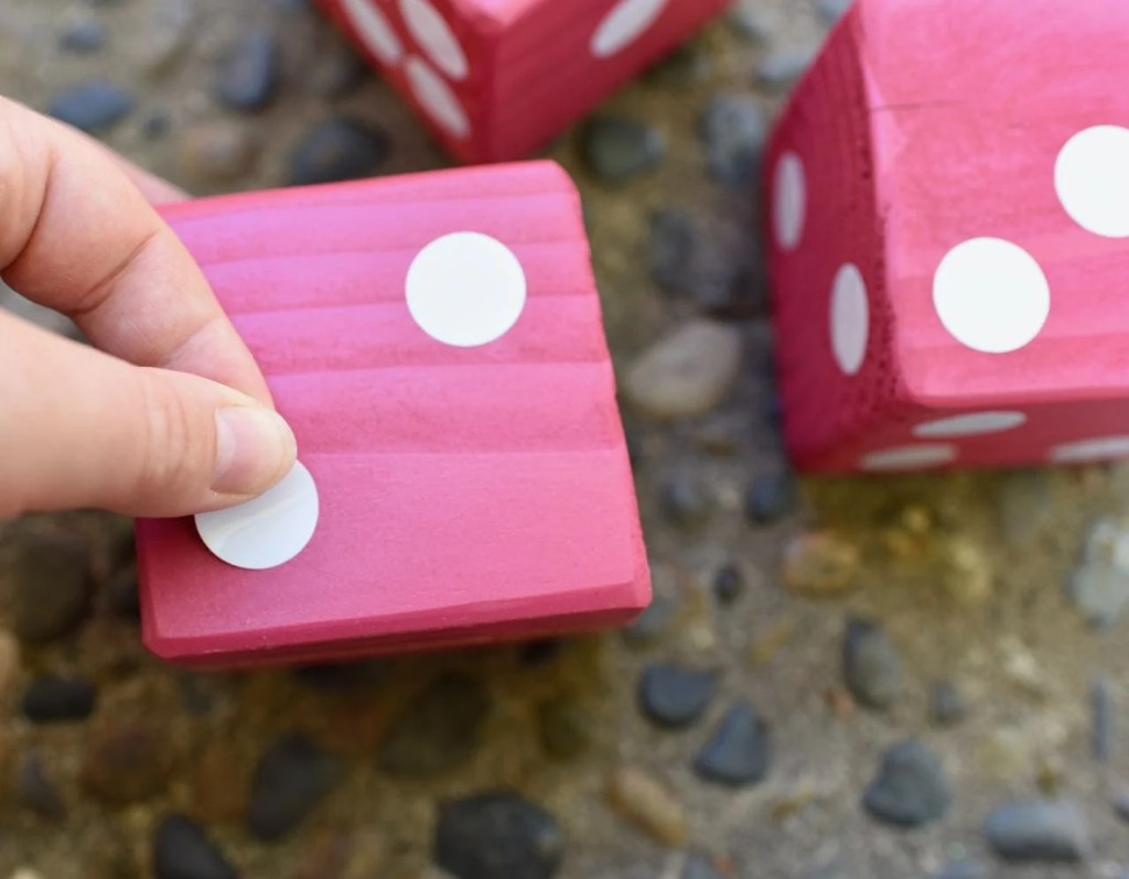 Giant dice tutorial for yard Yahtzee